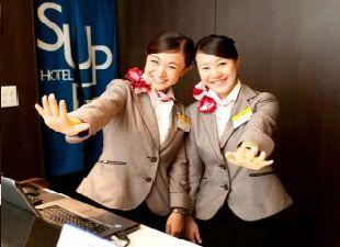 株式会社スーパーホテル/フロントスタッフ 当ホテルの『顔』となる大切なポジション! フロントスタッフとして一緒に働きませんか